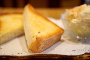 市販品の食パンで添加物が少ないものはどれか知ってる?